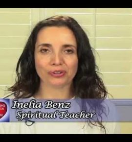 Inelia Benz : ¿brujería que te ayuda a ascender?
